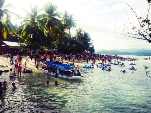 Lautan manusia di Pulau Cingkuak
