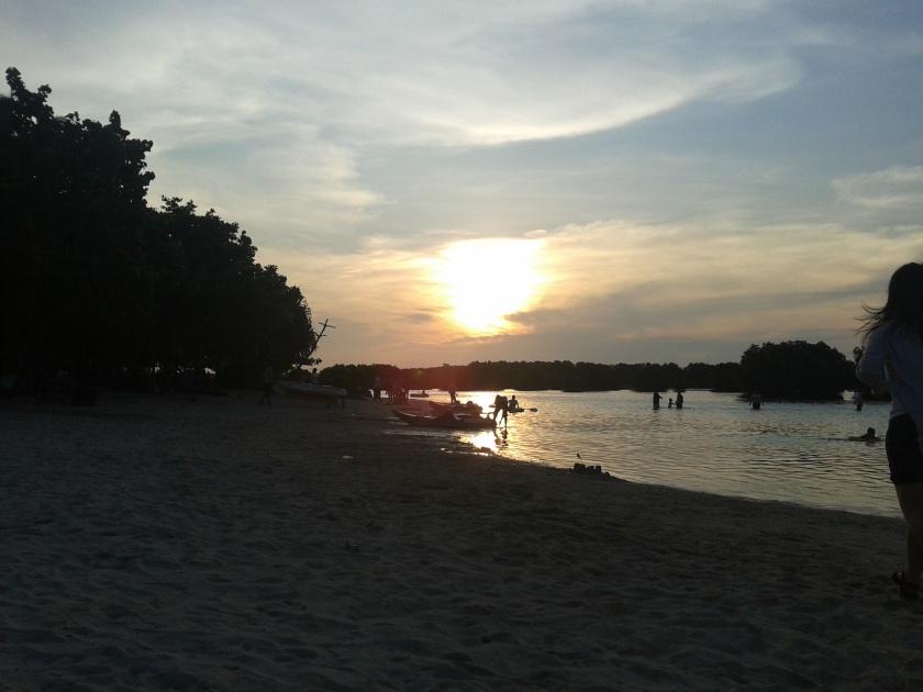 Sun setnya sedikit ketutupan awan