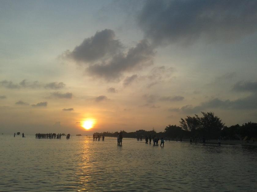 Sunrise di Pulau Pari