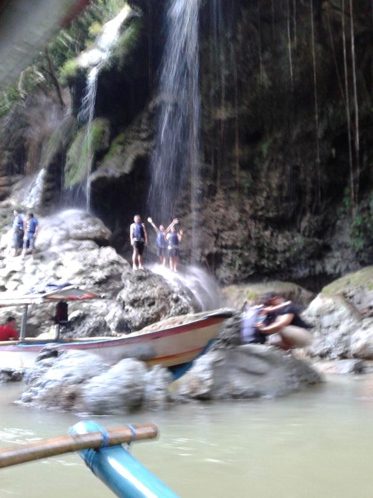 Salah satu wisata yang memacu adrenalin. Berenang menyusuri arus deras sungai, menaiki batu besar dan melompat dari ketinggian kurang lebih 3 meter