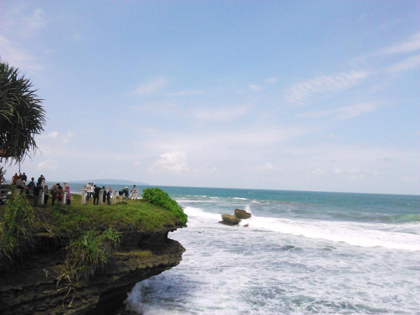 Bukit dimana kau bisa menikmati hamparan air membiru Samudera Indonesia