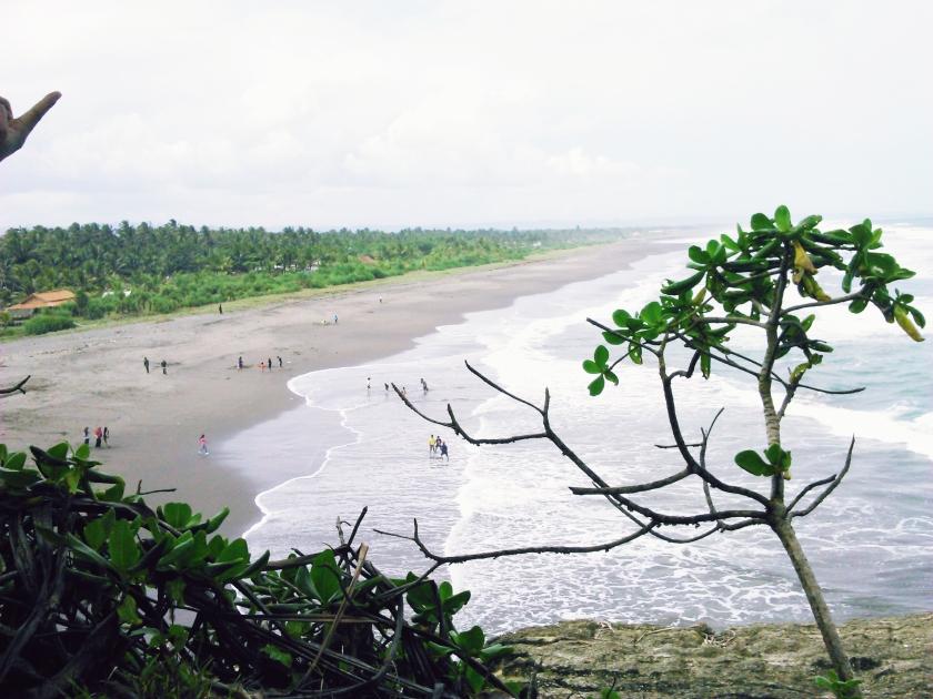 Scenery Pantai Batu Hiu dari atas bukit